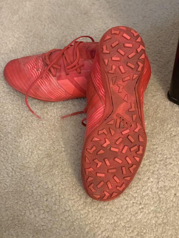 Nike-Adidas VENDO ZAPATILLAS PARA JUGAR SOCCER...SEMI NUEVAS en muy buenas condiciones 1) Nike mercurial XI FG color negra tamaño 10US Size. 2