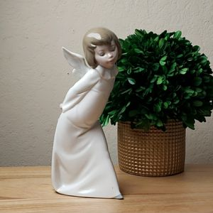 Vintage Lladro #4960 Curious Angel Figurine for Sale in Redmond, WA