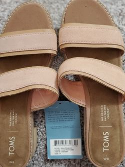 Nwt TOMS mariposa Pink Sueded Slip On Sandals 8 Wide for Sale in Baltimore,  MD