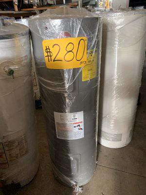 Water heater 40 galones electrico 1 año de garantía for Sale in Commerce, CA
