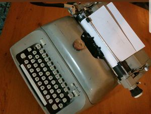 Vintage 1970s Royal manual typewriter for Sale in Pompano Beach, FL