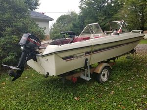 Rinker built trihaul with mercury 9.9 motor is a 95 low hours runs like top boat in good shape ready for fishing for Sale in Prospect, PA