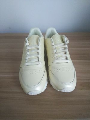 Women reebok classics size 9 for Sale in Washington, DC