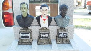 Collectible Monster Legacy Statues DVD Gift Set (No DVD's) L@@K!!! for Sale in Mesa, AZ