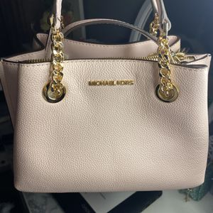Michael Kors Bag for Sale in Puyallup, WA