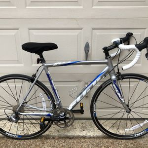 54cm Fuji Roubaix 1.5c Performance Road Bike for Sale in Corinth, TX