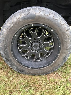 """Set of 4 XD Rims and Tires. 20"""" for Sale in Avon Park, FL"""
