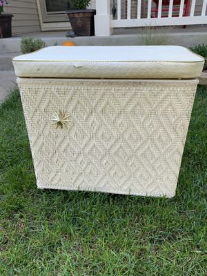 Vintage wicker hamper for Sale in Yorkville, IL