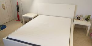 queen size bed & mattress for Sale in Germantown, MD