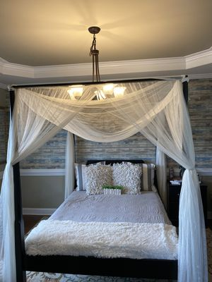 Queen canopy bedroom set for Sale in Holly Springs, NC
