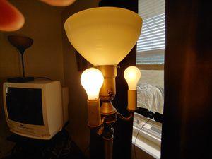 Floor lamp for Sale in Lebanon, MO