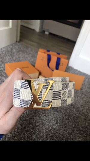 Louis Vuitton Men's Belt (32-34) with Receipt & shopping bag for Sale in Seattle, WA