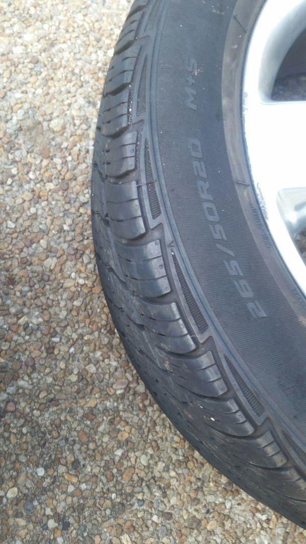 """Rim good condition 20"""" tires 90%"""