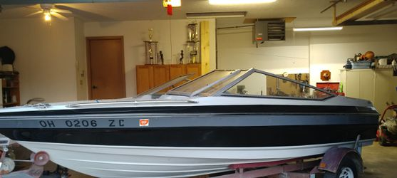 89 maxum ski boat. 16-17 foot for Sale in Canton,  OH