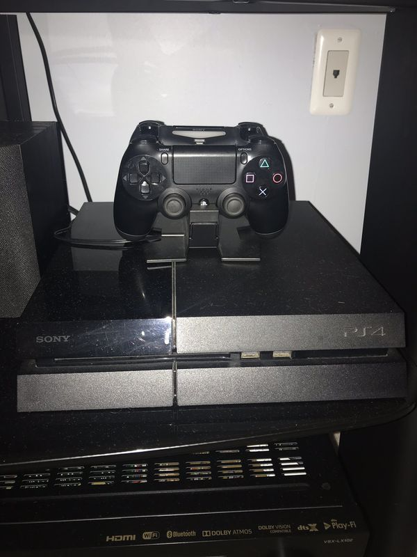 PlayStation 4 - 500GB with Accessories