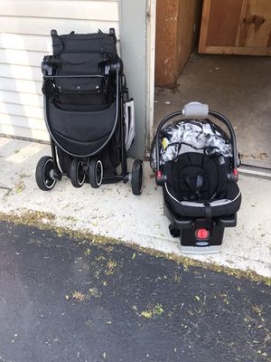 Graco quick connect stroller carseat combo with base for Sale in Bexley, OH