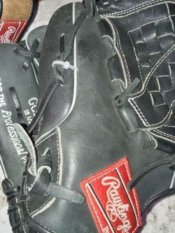 Rawlings Gold Glove Series Softball Glove Size 12.5 Goes On Your Left Hand for Sale in San Diego,  CA