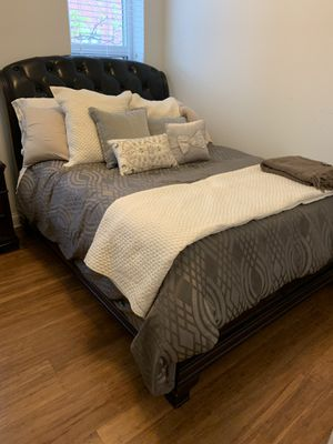 3 Piece Bedroom Set Queen Size for Sale in Chicago, IL