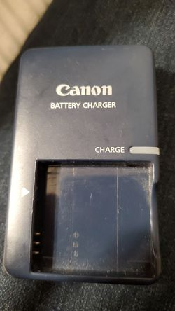 Older Canon removable battery charger for Sale in Vancouver,  WA