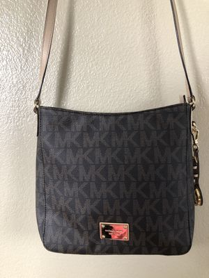 Michael Kors signature messenger purse for Sale in Whittier, CA