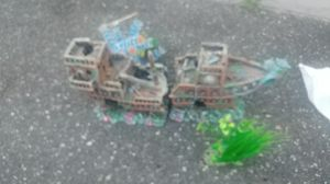 Boat fish tank decor for Sale in Valley Stream, NY