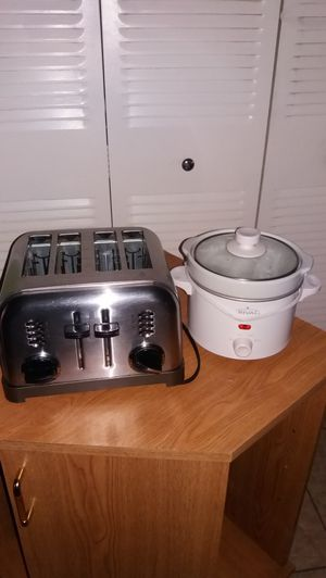 Cuisinart 4 slices toaster and a small crockpot. Both for $30 for Sale in West Palm Beach, FL