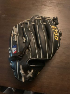Wilson baseball glove right hand men for Sale in Berea, OH