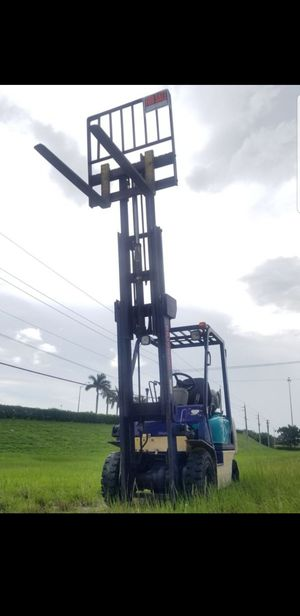 2006 Komatsu forklift ready to work, Triple mass,3 stage with only 3,300 hours. Negotiable Price. for Sale in Miami, FL