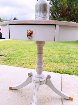Shabby Chic livingroom end table for Sale in Hacienda Heights, CA