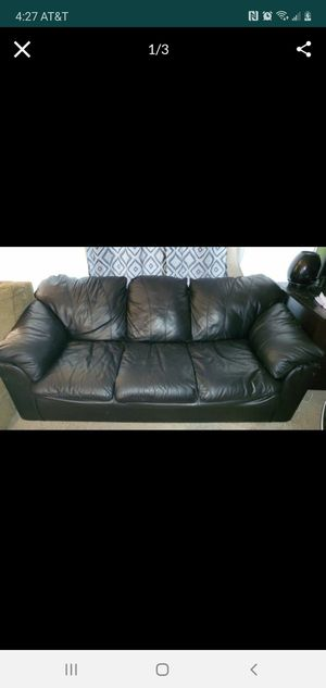 Free Free Couch for Sale in VLG OF LAKEWD, IL