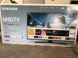 Samsung TV 40 inch with TV table for Sale in Irving, TX