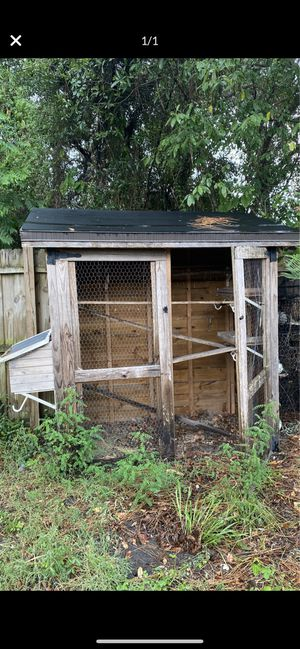 Large chicken coop for FREE for Sale in Spring Hill, FL