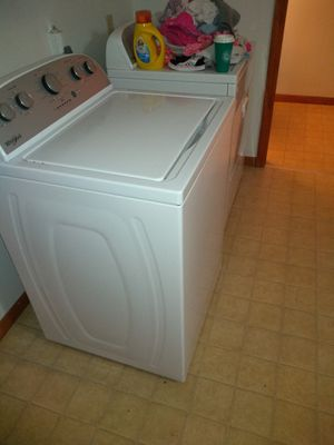 Whirlpool washer and dryer for Sale in Findlay, OH