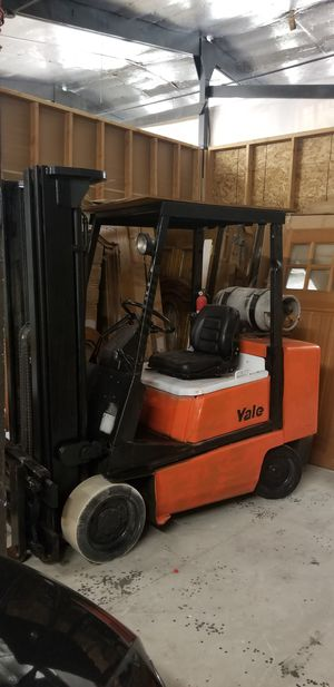 Today only..Yale forklift 5000bls side shift.16'h up.Excellent . Business closed for Sale in Garden Grove, CA