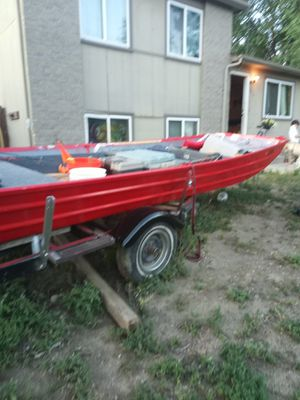 18 ft fishing boat for sale runs good $550 for Sale in Woodland Park, CO