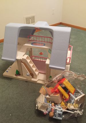 Little Tikes dollhouse with dolls and furniture for Sale in Dearborn Heights, MI