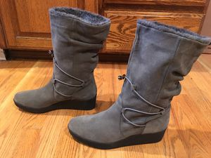H BY HALSTON 'LIZ' GRAY GREY LEATHER SUEDE BUNGEE FAUX FUR WEDGE BOOTS 8.5 M for Sale in Puyallup, WA