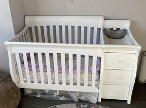 White Crib/Changing Table Combo for Sale in Manhattan Beach, CA