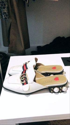 Women Gucci mules shoes size 7 for Sale in Los Angeles, CA