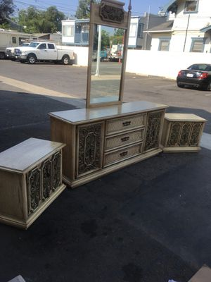 Vintage Broyhill dresser with mirror and 2 nightstands for Sale in Santa Ana, CA