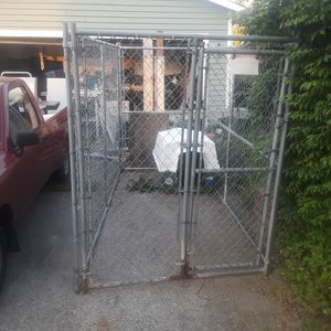 Chain Link Dog Kennel & Large Dog 2-pc Dog House for Sale in Lynnwood, WA