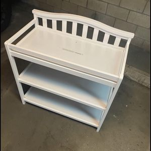 Like new baby changing table 40 for Sale in Long Beach, CA