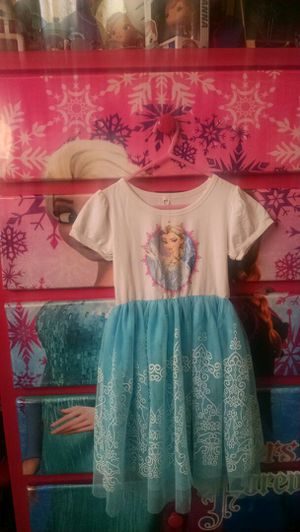 Elsa dress size 5/6 for Sale in Los Angeles, CA