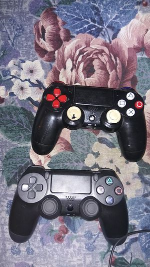 2 ps4 controllers for Sale in Stickney, IL