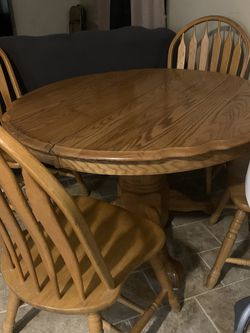 Table 4 Chairs But Has Leaf That Is Not Shown for Sale in Indianapolis,  IN