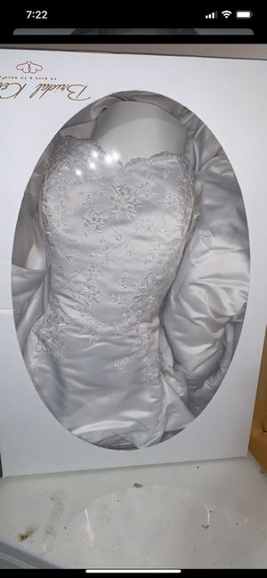 Wedding dress David bridal sz 22 in the box. for Sale in Delair, NJ