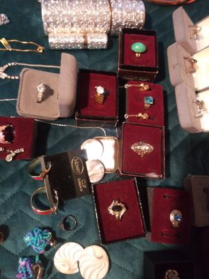 Tons of vintage and new jewlery for Sale in Saint Paul, MN