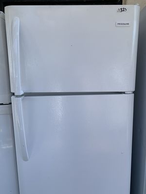 Frigidaire Top freezer fridge 18 cub ft for Sale in Burbank, CA