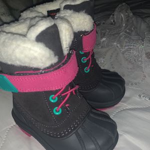 Snow Boots For Kid Size 5c Botas Para La Nieve Para Bebé Size 5c for Sale in Hayward, CA