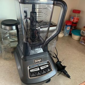 Ninja Professional Blender 1500 watts for Sale in Farmville, VA